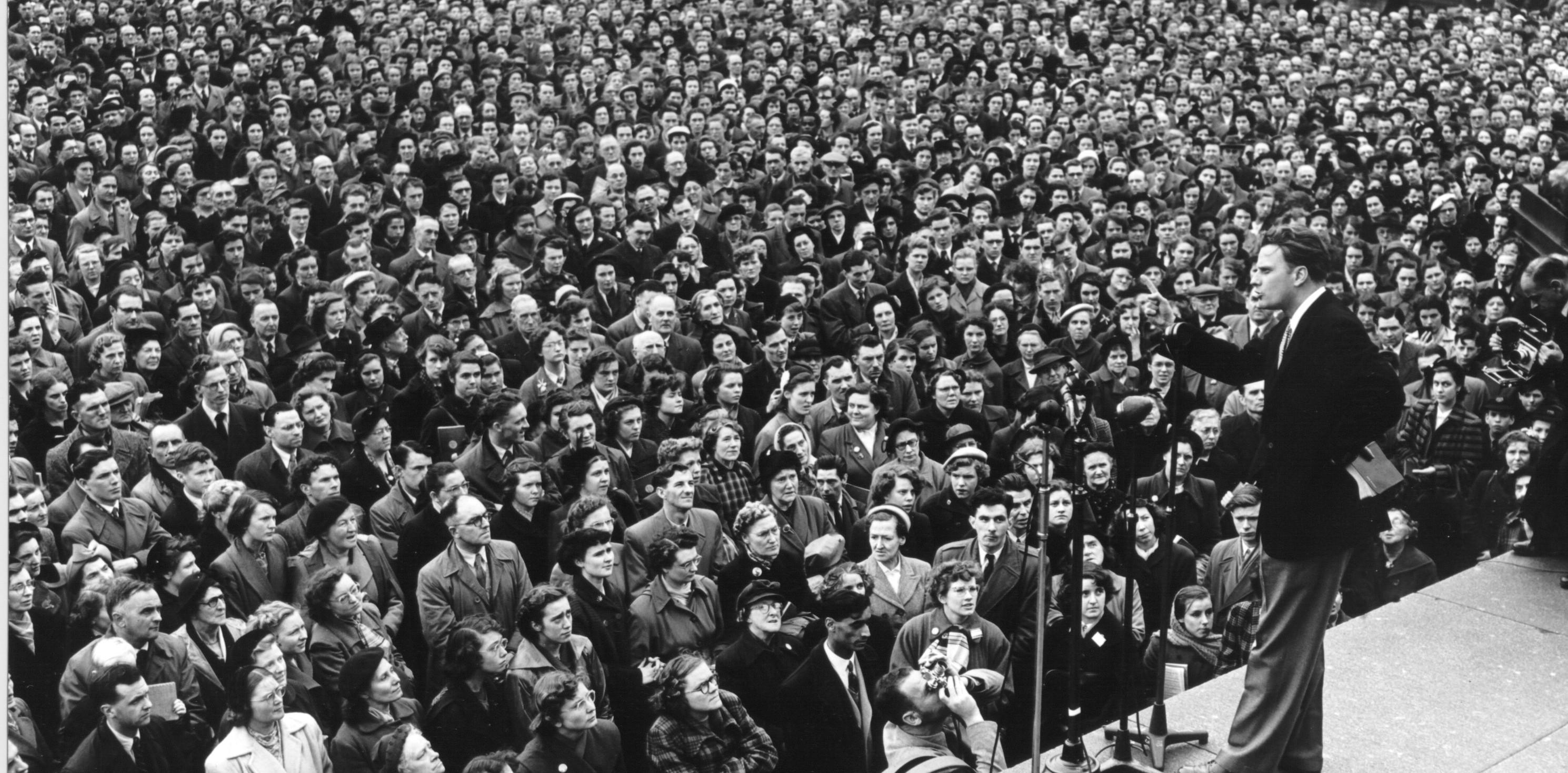 """""""Estejam prontos"""" diz Billy Graham ao critica tentativa de adivinhar dia da volta de Jesus ."""
