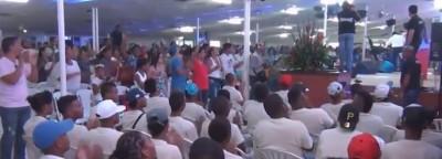 Ação evangelística leva criminosos a trocarem armas por Bíblias e se converterem ao Evangelho