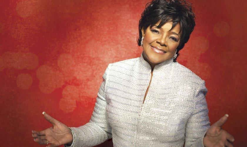 Cantora gospel ganha estrela na Calçada da Fama em Hollywood