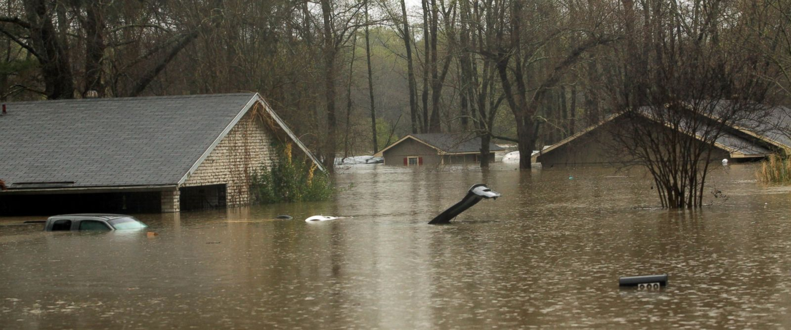 CHARITIES COGIC faz doação $ 50.000 para as vítimas das enchentes em LOUISIANA