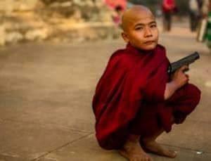 Garoto budista armado Miamar 2015