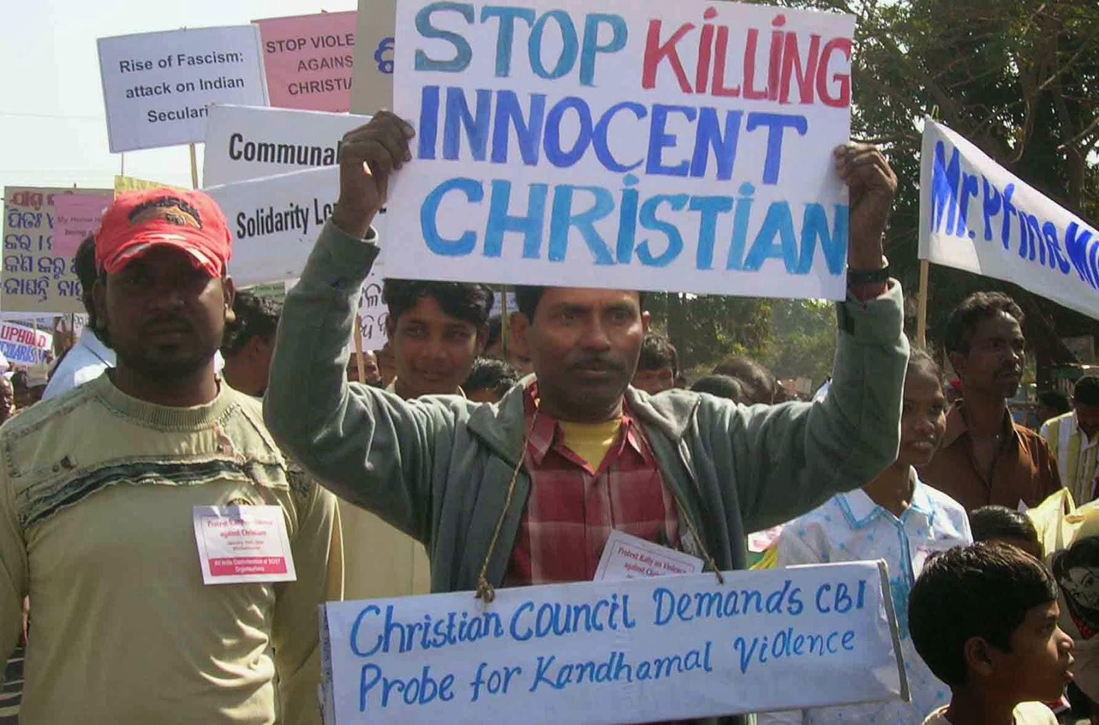 Os budistas radicais destroem a igreja cingalesa, mas os cristãos se recusam a parar de adorar Jesus e se reúnem debaixo de uma árvore