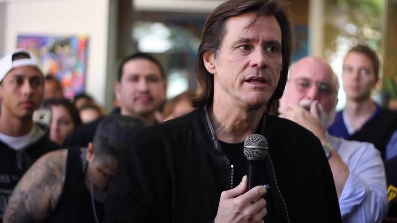 Jim Carrey prega sobre Jesus para ex-presidiários