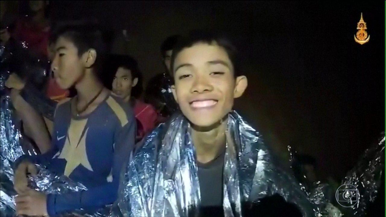 Missionária brasileira na Tailândia pede oração por meninos presos na caverna