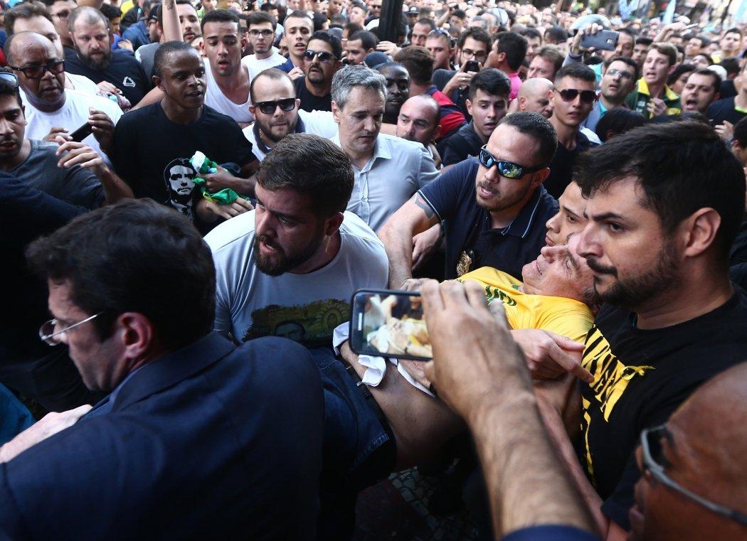 Candidato Jair Bolsonaro vitima de  atentado durante ato de campanha em Juiz de Fora