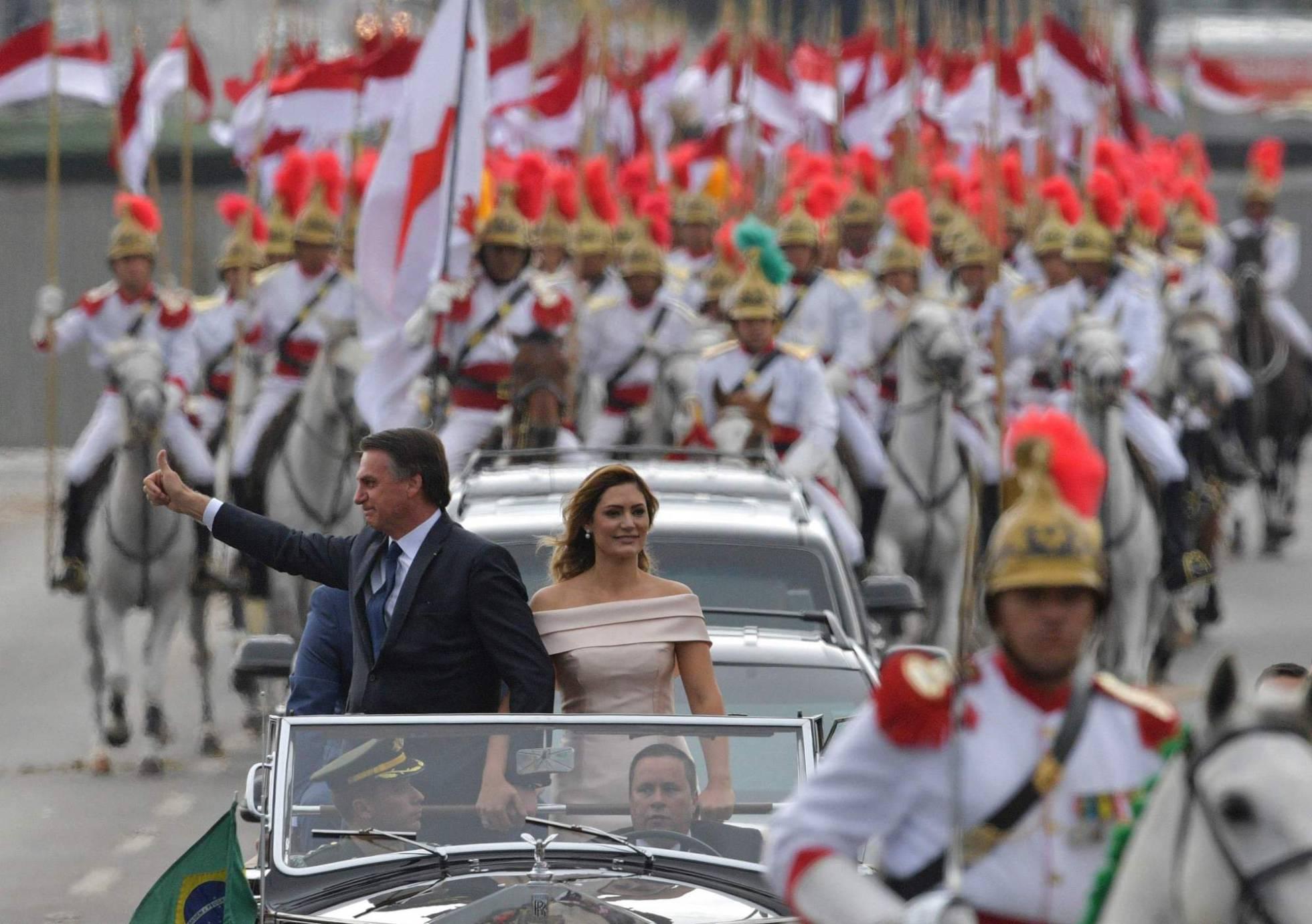 Jair Bolsonaro toma posse como presidente
